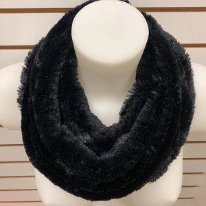Black faux fur neck scarf